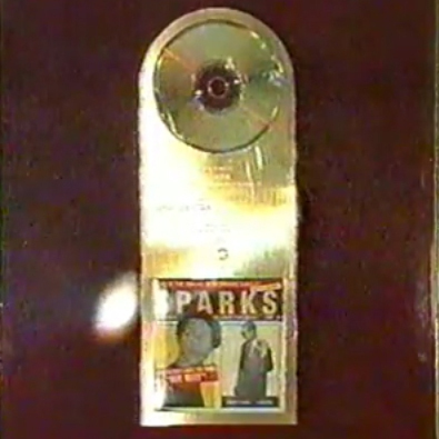 Jörg Dewald (JD Wood) Goldene Schallplatte mit Men Behind für den Remix des Titels When Do I Get to Sing My Way von den Sparks