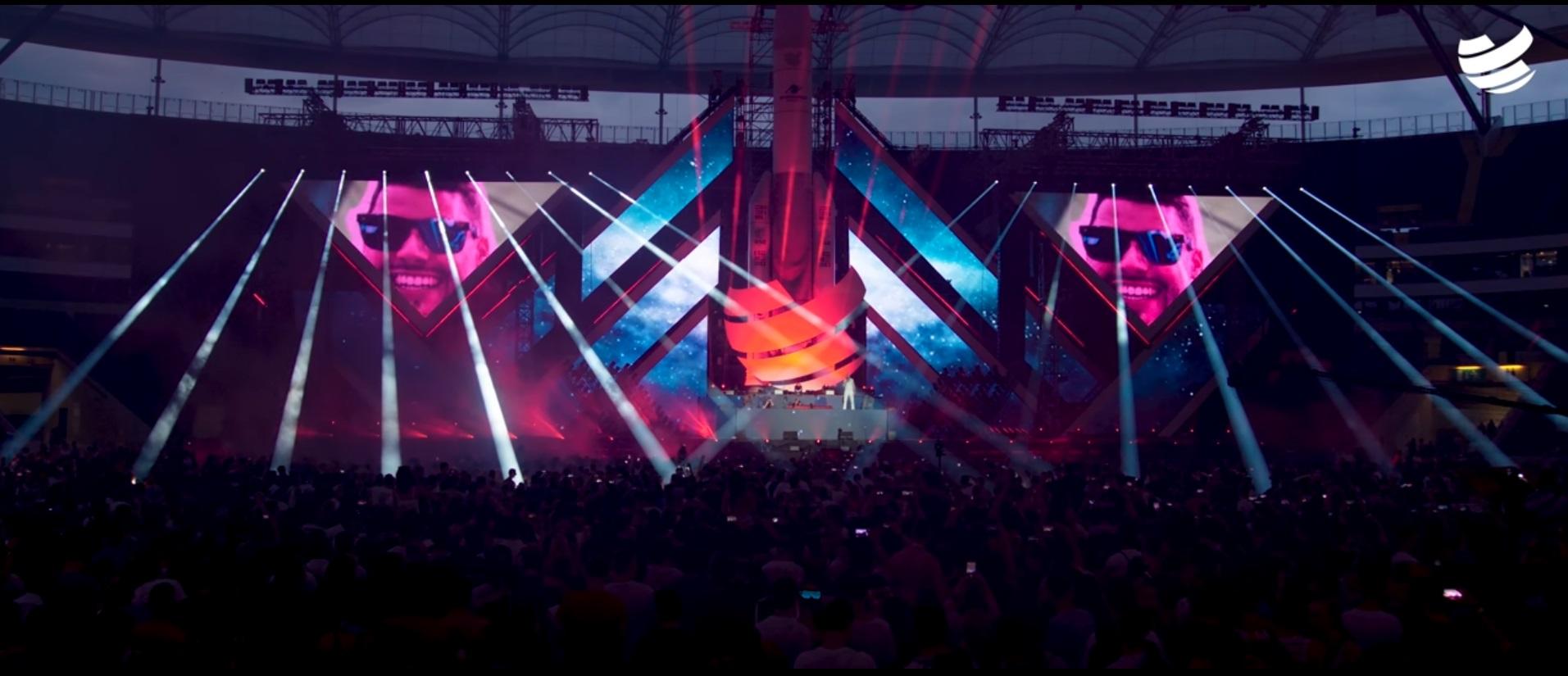 2019 sang JD Wood (Jörg Dewald) bei der Abschlusszeremonie des dreitägigenseinen Big City Beats World Club Dome, für die Jörg Dewald seit vielen Jahren gemeinsam mit Bernd Breiter die Opening und Closing Lasershow-Musik komponiert, seinen eigenen Song While The Last Song Plays vor ca. 60.000 Zuschauern in der Commerzbank-Arena in Frankfurt.